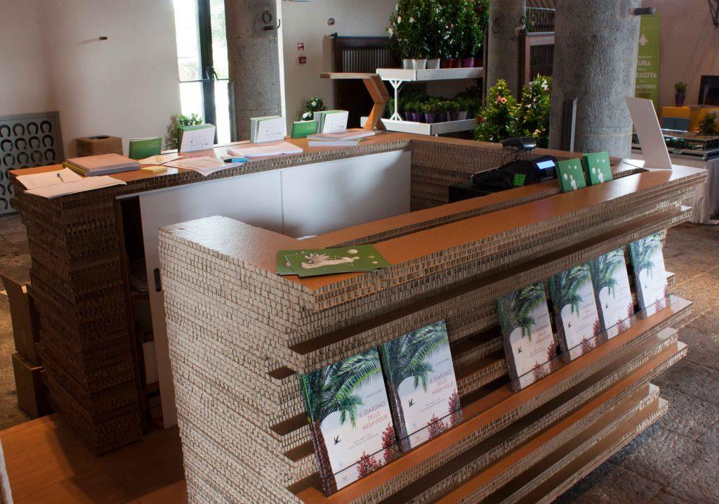 Reception in cartone kattuni arredi in cartone for Arredi in cartone