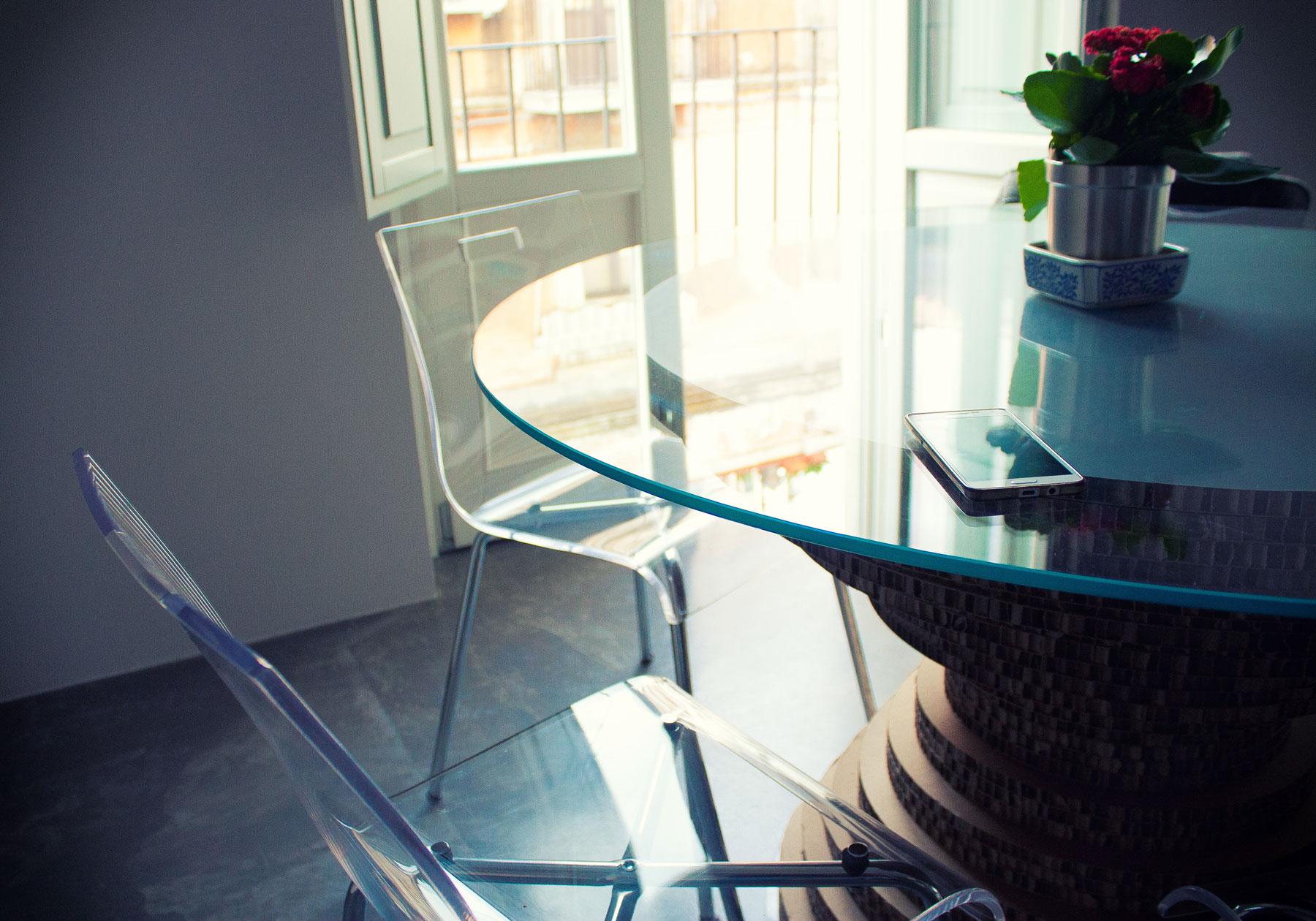 tavolo-in-cartone-vetro